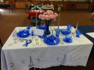 Cheryl Schutz won a blue ribbon for her Blue Royal dinner arrangement.